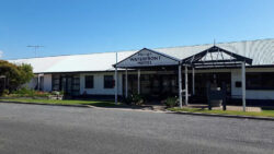 Waterfront Motel – Pelican Cafe